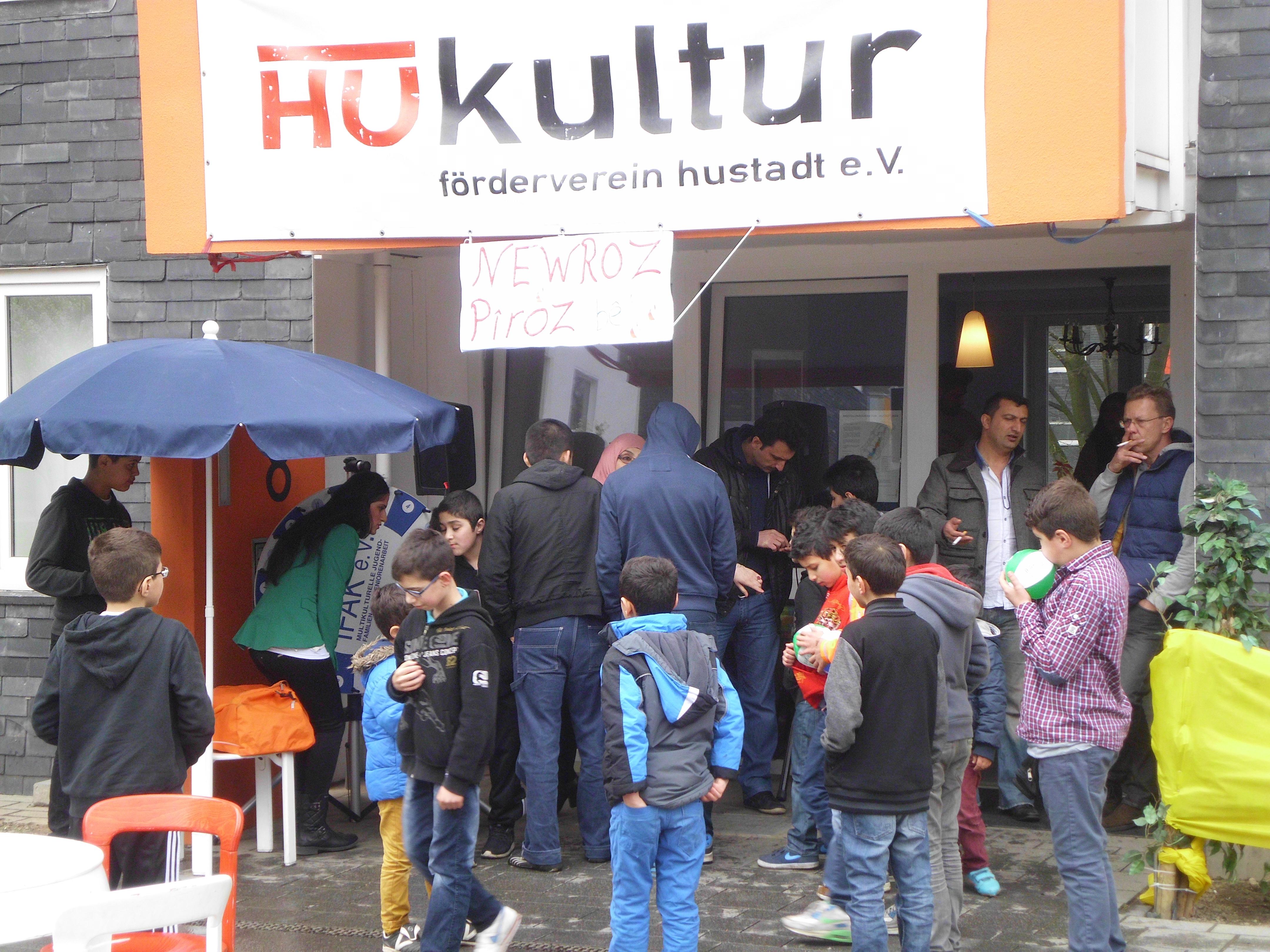 Newroz auf dem Brunnenplatz und im HUkultur