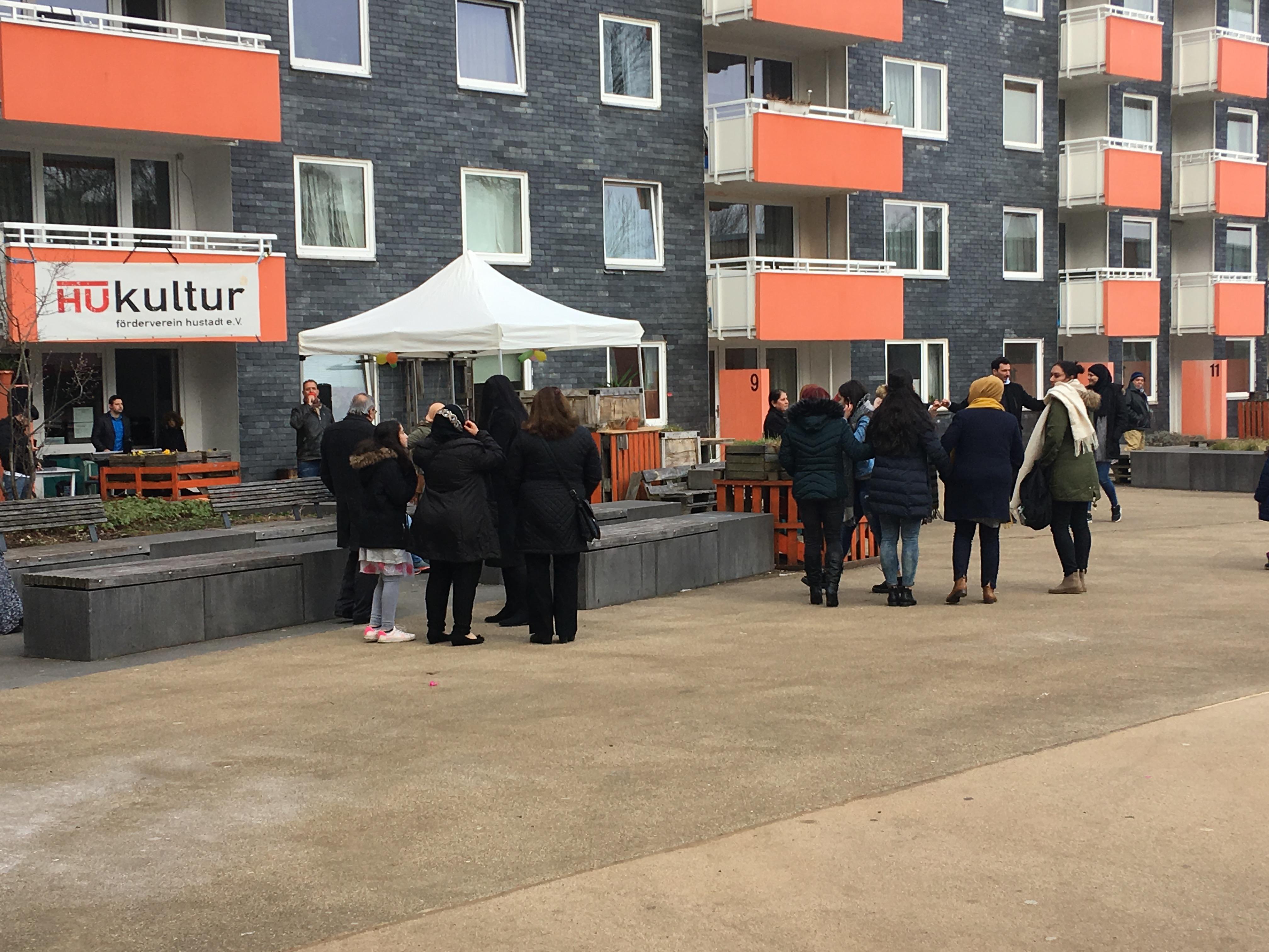 Nachbarschaft feiert Newroz in der Hustadt